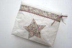 pochette lin enduit http://mesjourstropcourts.over-blog.com/article-pochette-lin-enduit-116340391.html