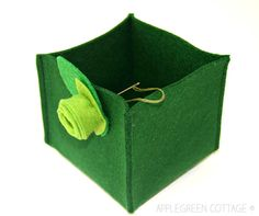 How to make a super easy felt box in just minutes. You'll have tons of fun with this super easy project!