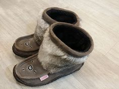 Don't hide your #boho style during the winter months! Embrace your signature look with a great pair of moccasin boots from #SoftMoc – They're such a cute way to take that festival style right into spring! #PlatosClosetBrampton | www.platosclosetbrampton.com