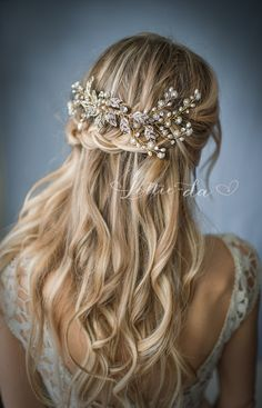 This wedding headpiece is a lovely finishing touch for the boho chic bride. Set on a wire comb, this hair vine combines metal leaves accented with pearls and beads hand-wired to create a center flower design. Small flower sprays created with pearls and beads finish the design. Available in gold, silver or rose gold tone. See last photo. The piece is hand-wired so its bendable allowing for flexible placement. Found on Etsy. [this is an affiliate link]