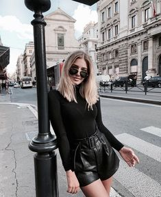 34 All Black Street Style Outfits - How to style black outfits Mode Outfits, Short Outfits, Winter Outfits, Casual Outfits, Fashion Outfits, Womens Fashion, Fashion Pics, Diy Fashion, Leder Shorts Outfit