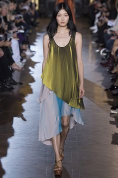 Stella McCartney Spring 2016 Ready-to-Wear Fashion Show - Sung Hee (IMG)