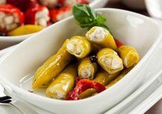 http://www.mindmegette.hu/A sajtok pácolása remek mulatság. Rengeteg kombinációt kipróbálhatunk, marinálhatjuk is a sajtokat, különféle textúrájú alapanyagokat megannyi érdekes fűszerrel házasíthatunk össze. Az eredményt adhatjuk előételként, felhasználhatjuk salátákhoz vagy akár  grillezhetjük is.