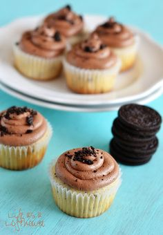 Life as a Lofthouse (Food Blog): Cookies and Cream Cupcakes with Milk Chocolate Frosting