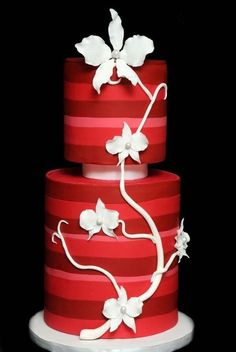 Modern red stripes and white flowers cake