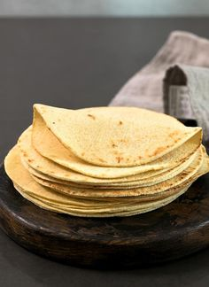 These low carb tortillas are made with a blend of almond flour and coconut flour, and the dough is amazingly easy to handle. With less than 2 net carbs per tortilla, they're going to be your new favorite gluten free tortilla! Coconut Flour Tortillas, Gluten Free Tortillas, Coconut Flour Recipes, Low Carb Tortillas, Gf Recipes, Ketogenic Recipes, Mexican Food Recipes, Low Carb Recipes, Cooking Recipes