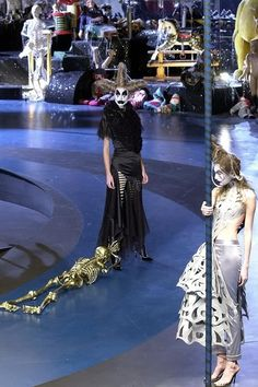 What a merry go round, Fall 2001. Alexander McQueen. S)
