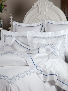 A single extravagant bourdon stitch highlights soft, luxurious 300 thread count Egyptian. Linen Sheets, Linen Bedding, Bed Sheets, Bed Linens, Cozy Cottage, Cozy House, Contemporary Bed Linen, Black Bed Linen, Luxury Bedding Collections