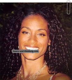 Schwarze lockige Frisuren kommen, um eine Art von Haarschnitt, die Verwendung von häufig gemacht durch mehrere Afroamerikaner Leute sein. Dass Frisur wird häufig verwendet, da das Attribut der Afri...
