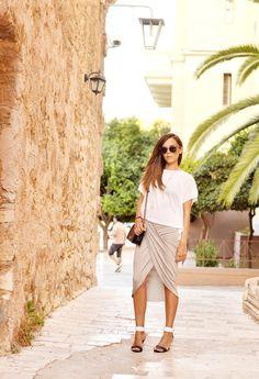 LNA en Camisetas, Mikkat Market en Faldas, Pierre Hardy en Tacones / Plataformas, Chanel en Bolsos
