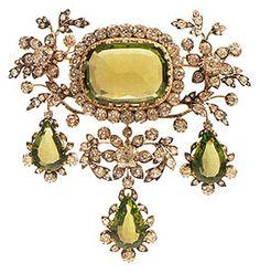 Devant-de-corsage della parure di olivine e diamanti dell'Arciduchessa Isabel d'Asburgo-Austria