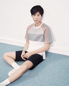 Actor Park Bo Gum recently posed for a fashion brand all ready for the summer weather.He wore casual wear with a short sleeve t-shirt and a pair of bl…