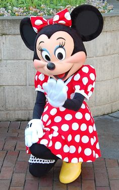 #Minnie is ready for a fun filled weekend! Who will be joining her at #Disneyland?