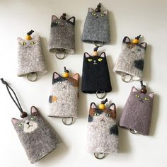 Wonderful Pics Key Hanger cat Popular Misplacing your keys is one of the most frustrating experiences. You seem to get rid of them at the Sewing Toys, Sewing Crafts, Sewing Projects, Cat Crafts, Arts And Crafts, Needle Felted Cat, Felt Cat, Cat Doll, Wool Applique