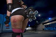 Betty Drillder of Tacoma's Dockyard Derby Dames. Photo credit: Jason Ganwich for The Weekly Volcano. Roller Derby Girls, Roller Derby Clothes, Quad Roller Skates, Derby Skates, Poses, Girls Football Boots, Skate Girl, Skateboard Girl, Bike Style