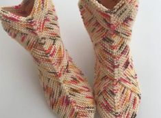 Bulmaca karesi çorap modeli yapılışı Leg Warmers, Diy And Crafts, Anne, Socks, Legs, Accessories, Google, Fashion, Zapatos