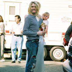 Resultados de la Búsqueda de imágenes de Google de http://thebosh.com/upload/2008/06/02/kurt_cobains_ashes_stolen/Kurt-Cobain.jpg