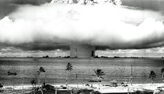 Tropic Fallout: a look back at the Bikini nuclear tests, 70 years later National Archives A colorized photo of the Baker detonation from Operation Crossroads. The underwater detonation rained down unanticipated fallout over a. Nagasaki, Hiroshima Japan, Bomba Nuclear, Fukushima, Rare Historical Photos, Rare Photos, Iconic Photos, Bizarre Photos, Famous Photos