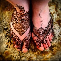 Feet henna I did on a very special friend., Caitlin in Adelaide. I miss seeing her and hope to meet her again one day...thinking of her today :)