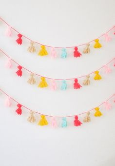 DIY Tassel Bunting by Wimke I love tassels! How easily they can turn a bag, necklace or bracelet into a fancy bohemian-inspired accessory. You can make them as big as you like. Make them from ribbons for a large birthday. Diy Tassel Garland, Tassels, Diy Ribbon Bunting, Buntings, Margarita Bar, Diy For Kids, Crafts For Kids, 1st Birthday Girls, Diy Arts And Crafts