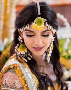 Sea shell jewellery Bridal Makeup Looks, Indian Bridal Makeup, Seashell Jewelry, Bridal Jewelry, Flower Jewelry, Flower Jewellery For Haldi, Bridal Accessories, Shell Schmuck, Diy Fabric Jewellery