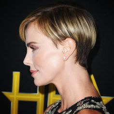 Beverly Hilton, The Beverly, Charlize Theron Short Hair, Short Hair Cuts, Short Hair Styles, Short Wedge Hairstyles, Pixie Cut, Short Pixie, Hairstyle Pics