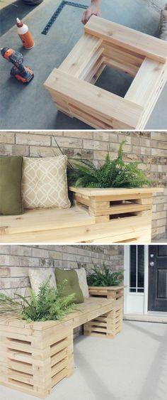 tutoriel pour fabriquer un banc en palette de bois avec un rangement intégré pour plantes, coussins décoratifs