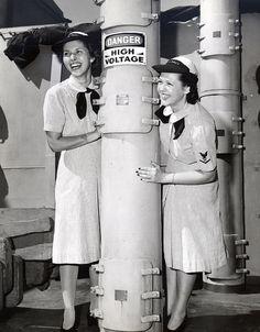 WAVES visiting USS Missouri | Flickr - Photo Sharing! Summer seersucker uniform