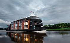 Peruvian architect Jordi Puig has designed a luxury mobile hotel on a 147 feet long boat which accommodates 16 fully furnished guest rooms, a lounge area, a fine dining room, gym, sun deck and an outdoor Jacuzzi. Pacaya, Barco Hotel, Luxury Houseboats, Avalon Waterways, Floating Hotel, Floating Restaurant, Amazon River, Luxury Travel, Luxury Cruises