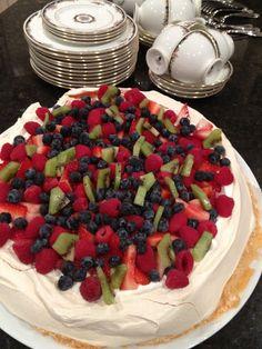 The Room: Pavlova {Recipe and Tips} Yummy Treats, Delicious Desserts, Sweet Treats, Yummy Food, Aussie Food, Australian Food, No Bake Desserts, Dessert Recipes, Pavlova Recipe