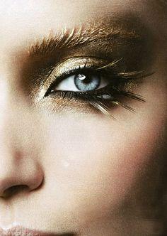 gold eye shadow