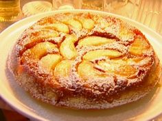 Apple Cake Tatin from Ina Garten. Apples, caramel & cake...what could be better than that? What I'll be baking for thanksgiving this year!