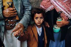 Steve McCurry, Boy Between Two Daggers 1997, FujiFlex Crystal Archive Print