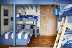 Sarah Richardson's Cottage Rental bunk room Lake Cottage, Coastal Cottage, Cottage House, Cottage Style, Bunk Rooms, Bunk Beds, Cottage Interiors, Cottage Bedrooms, Location