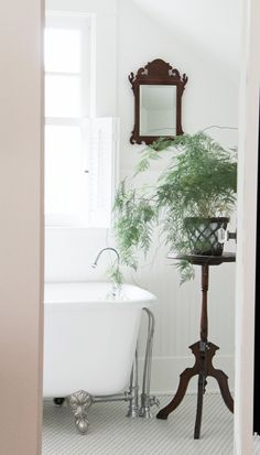 Eclectic Home Tour - A Country Farmhouse Grey Bathroom Floor, Bathroom Kids, Small Bathroom, Master Bathroom, Ikea Bathroom, Parkay Flooring, Rustic Bathroom Vanities, Ranch Style Homes, Cozy Cottage