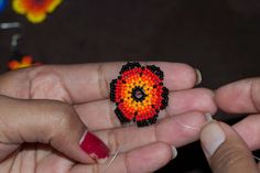 Huichol flower tutorial from The Bumblebead.