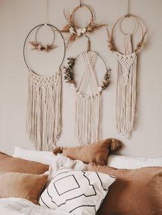 Molduras Shabby Chic, Boho Diy, Boho Decor, Home Crafts, Diy And Crafts, Macrame Wall Hanging Diy, Floral Hoops, Macrame Design, Macrame Projects