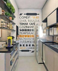 Destaque para parede com frase #cozinha #cozinhapequena #charme