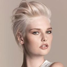 Nordic blonde/goldwell step-by-step Short Platinum Blonde Hair, Blonde Pixie Hair, Ice Blonde Hair, Short Blonde, Super Blonde Hair, Pixie Hair Color, Hair Colour, Shaved Hair Cuts, Short Hair Cuts
