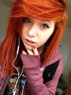 okay , i sorta want to try my hair like this. not red , still blonde but i love her bangs