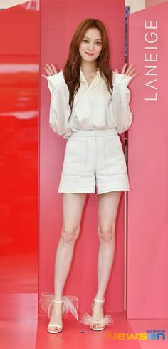 Lee Sung Kyung Photoshoot, Lee Sung Kyung Fashion, Nam Joo Hyuk Lee Sung Kyung, Weightlifting Fairy Kim Bok Joo, Famous Girls, Girls World, Fashion Poses, Korean Actresses, Event Dresses