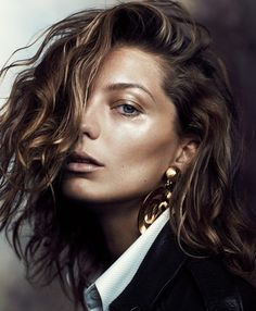 Those dewey, golden eyelids. Fashion Magazine - Daria Werbowy