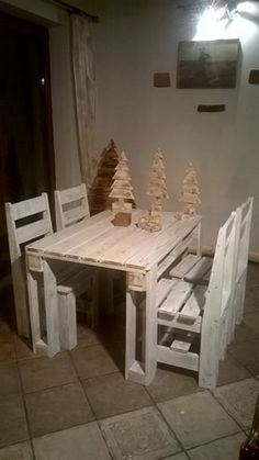 Recycled Wooden Pallet Table with Chairs