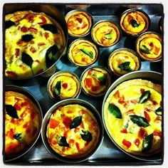 Aprenda a preparar a receita de Quiche de queijo, tomate e manjericão