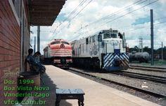 Locomotivas V8 nº 6105 e Dash-7 nº 7204 lado a lado em Boa Vista Nova