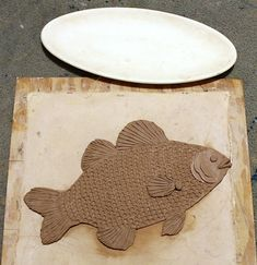 Pottery and Paint: Oval fish platter (Bass) in progress Opah Fish Recipe, Pottery Lessons, Swai Fish, Recipes With Fish Sauce, Pottery Handbuilding, Ceramic Fish, Play Clay, Ceramics Projects, Gourd Art