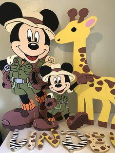Mickey Mouse safari jungla Mickey Mouse Birthday Theme, 1st Birthday Party Favors, Safari Theme Birthday, Mickey 1st Birthdays, Wild One Birthday Party, Safari Birthday Party, Baby Boy 1st Birthday, Boy Birthday Parties, Safari Party Decorations