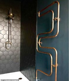 Pictured: Suszi's bathroom which shows just how well she clashes textures and patterns- wi...