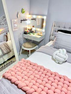 Room Design Bedroom, Girl Bedroom Designs, Room Ideas Bedroom, Home Room Design, Small Room Bedroom, Home Decor Bedroom, Study Room Decor, Beauty Room Decor, Pretty Room