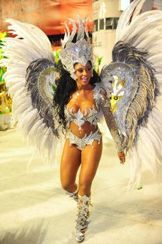 Musas do Carnaval de São Paulo. This is what is consider a beautiful woman in Brazil and all Latinoamerica, Gisele Bündchen who? Carnival Dancers, Carnival Girl, Brazil Carnival, Trinidad Carnival, Carribean Carnival Costumes, Caribbean Carnival, Carnival Fashion, Carnival Outfits, Girl Costumes